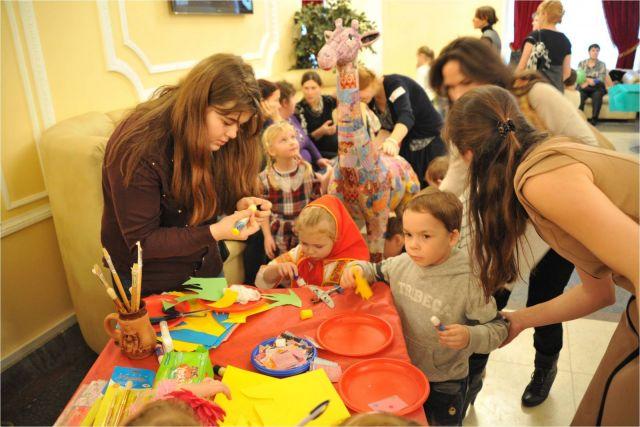 """Новогодний праздник в """"Иллюзионе"""" для деток, которых опекает выездная паллиативная служба. 11 января 2014 г."""